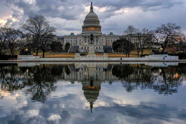 Kongres Spojených štátov amerických v Kapitole.