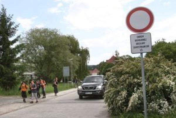 Značku so zákazom vjazdu nerešpektuje mnoho vodičov