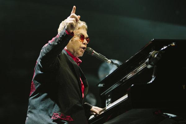 Elton John nahral desiatky úspešných albumov.