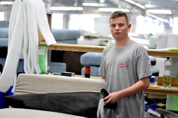 """""""Na praxi máme výborného majstra, ktorý nám so všetkým poradí a povie svoje skúsenosti. Hneď sa mi zapáčilo prostredie vo firme, sú tu skvelí ľudia. Raz by som tu chcel pracovať, lebo bývam blízko a táto práca ma baví."""" MARTIN OREM, 16 rokov, Pliešovce"""