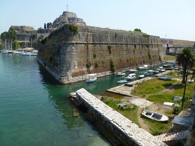 Mesto Korfu výrazne pripomína Benátky.