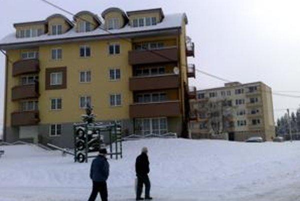 Len v rokoch 2000-2006 sa v obci postavilo 80 nových nájomných bytov.