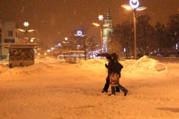 Zvolenské námestie pri hustom snežení z 15. januára.