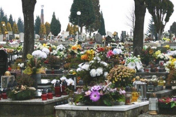 Chlapčeka pochovali na cintoríne vo Zvolene.