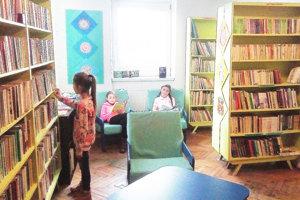 Obecnú knižnicu využívajú najmä žiaci a študenti.