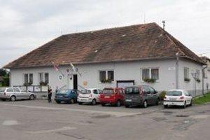 Obecný úrad sídli v centre obce.