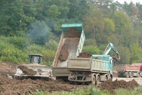 Na úseku rýchlostnej cesty Pstruša - Kriváň sa pracuje už niekoľko mesiacov.