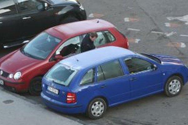 Štyria vodiči dnes ráno svoje autá nenašli.