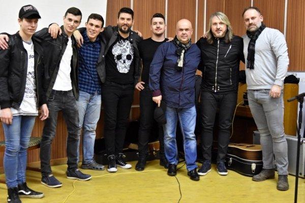 Spevák skupiny Gladiátor Miko Hladký prišiel medzi gymnazistov.