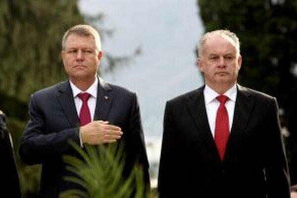 Dvaja prezidenti na vojenskom cintoríne.