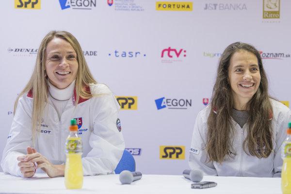 Vpravo trénerka Janette Husárová, vľavo národná jednotka Magdaléna Rybáriková.