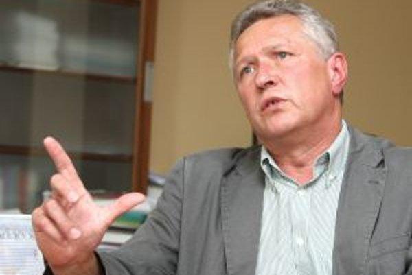 Rektor Technickej univerzity Ján Tuček.