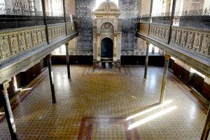 Synagóga na Zvonárskej. Pred dvomi rokmi by ste našli jej podlahu spustošenú, dnes je opäť krásna ako kedysi.