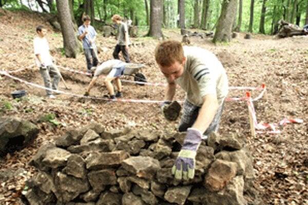 Archeologický výskum Dolného hradu.