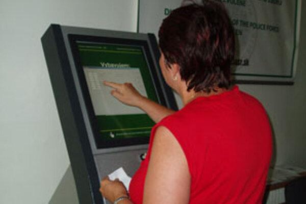 Automat šetrí čas ľudí, ktorí potrebujú vybaviť doklady.