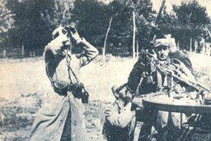Francúzski strelci pri nemeckom vzdušnom nálete.