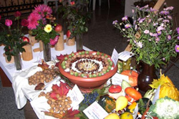 Výstava predstavuje výber najkrajšieho ovocia, zeleniny aj kvetov a ich aranžmán.