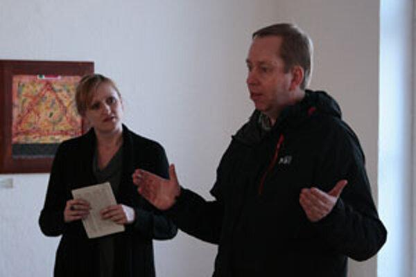 Riaditeľka Jana Kunická a britský veľvyslanec Michael Roberts.