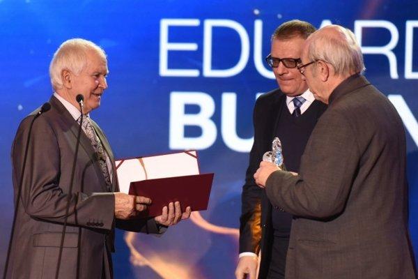 Eduard Bugan (vľavo) si cenu fair play MUDr. Ivana Chodáka veľmi váži.