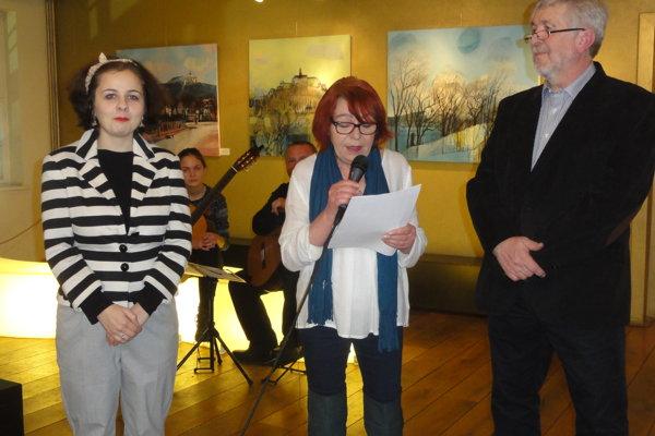 Zľava dramaturgička SDKS Petra Babulícová, kurátorka Marta Hučková a autor Jozef Dobiš.