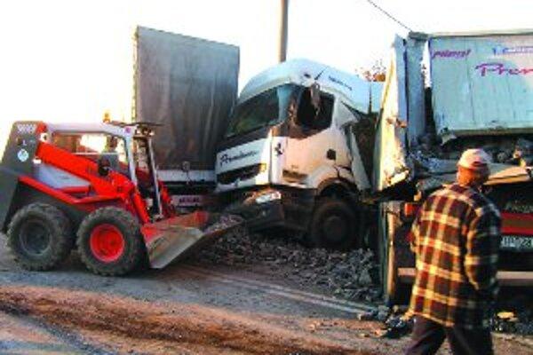Na súčasnej ceste I/50 dochádza často k dopravným nehodám.
