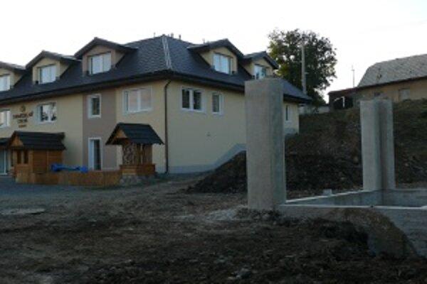 Spodná časť stavby je už hotová.