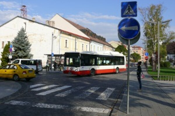 Skrátením trasy autobusov by mesto ušetrilo.