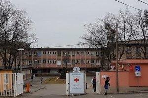 Nemocnica s poliklinikou v Kráľovskom Chlmci.