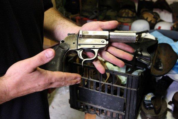 Niektoré zbrane boli schopné streľby.