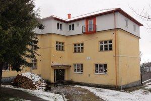 Nájomné byty vznikli nadstavbou na budove školy.