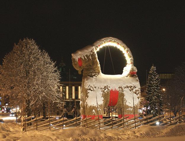 Ku švédskym Vianociam patrí slamený Julbock.
