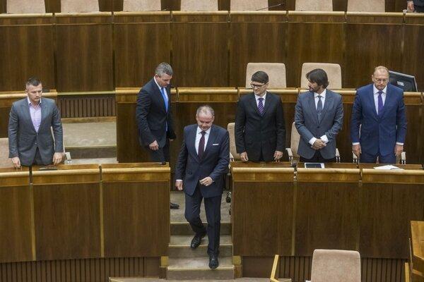 Smer prehlasuje aj prezidenta Andreja Kisku (v popredí).