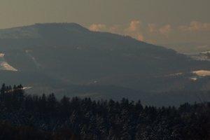 Nazoomovaný masív Stolice na strednom Slovensku (okr. Revúca) v úzkom koridore medzi Braniskom a Bachurňou. Pohľad z vrchu Čergov.