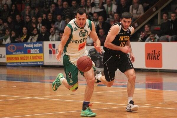 Pri lopte Marko Batina.