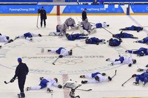 Hráči slovenskej hokejovej reprezentácie na tréningu pred prvým zápasom proti tímu Olympijských športovcov z Ruska.