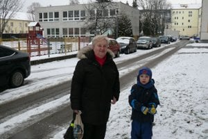 Ľudmila Lukáčová si myslí, že sa im kvalita bývania pre zhustenú premávku výrazne znížila. Aj preto by bola rada, keby sa aspoň autobusy presmerovali.