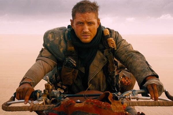 Mel Gibson dostal výpoveď, ale aj s Tomom Hardym je film Šialený Max: Zbesilá cesta riadna jazda.