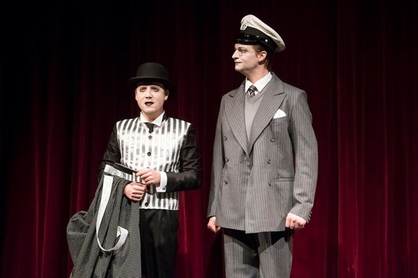 Saturnin (Michal Novodomský, vľavo) a Kristián (Matej Erby).