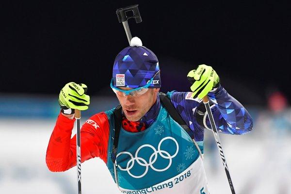 Slovenský biatlonista Matej Kazár na trati vytrvalostných pretekov na 20 km.