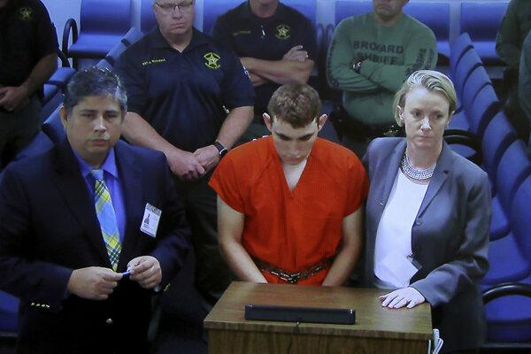 Strelec Nikola Cruz pred súdom.