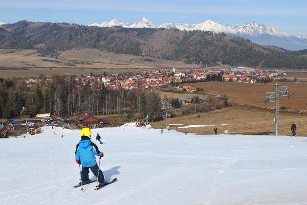 Podtatranský región má záujem rozvíjať turizmus, obce musia upratovať. V Spišskom Bystrom turisti využívajú lyžiarske stredisko Kubašok.