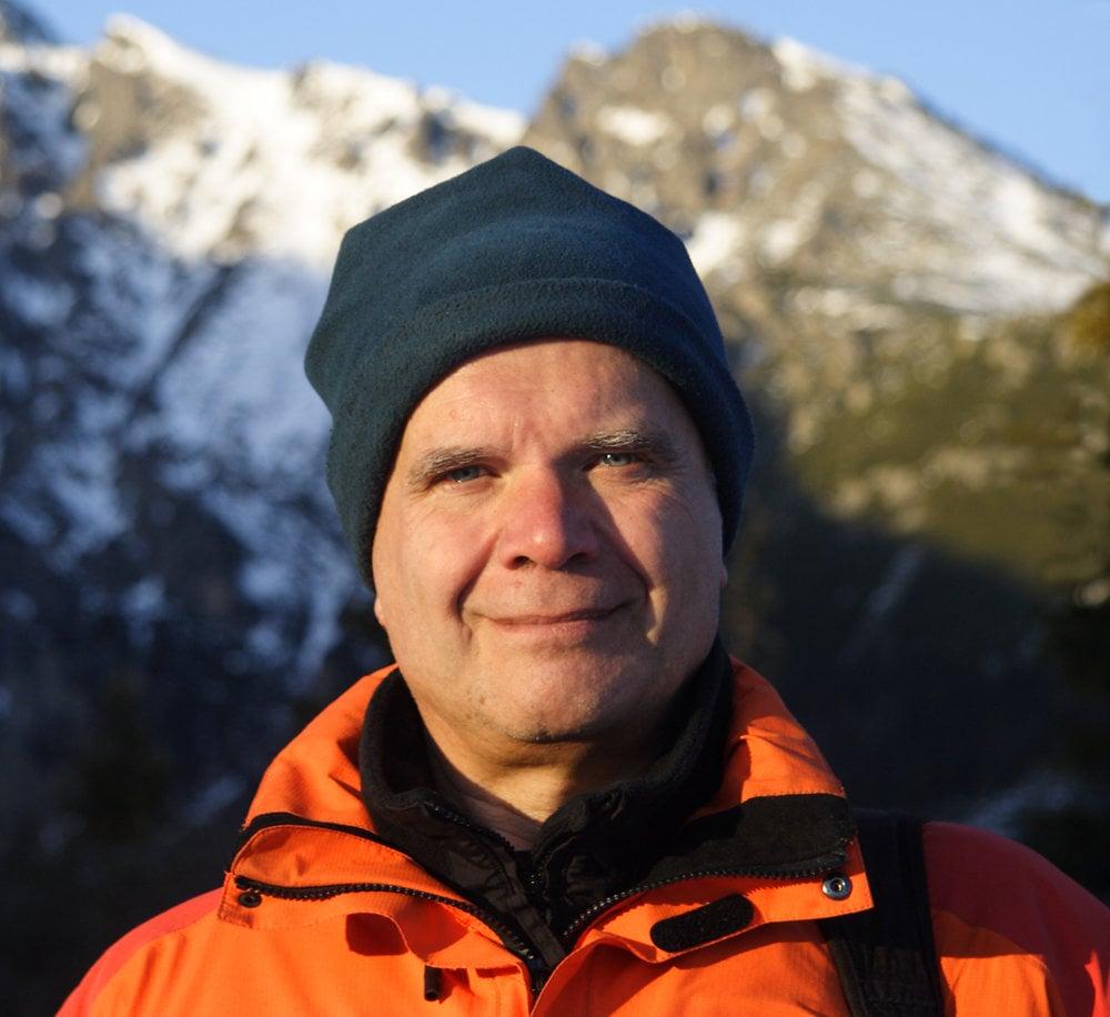 Marián Dujnič (65)fotografuje hviezdnu oblohu a prírodu. Pred Vianocami sa mu podarilo odfotiť polárnu žiaru nad Tatrami.