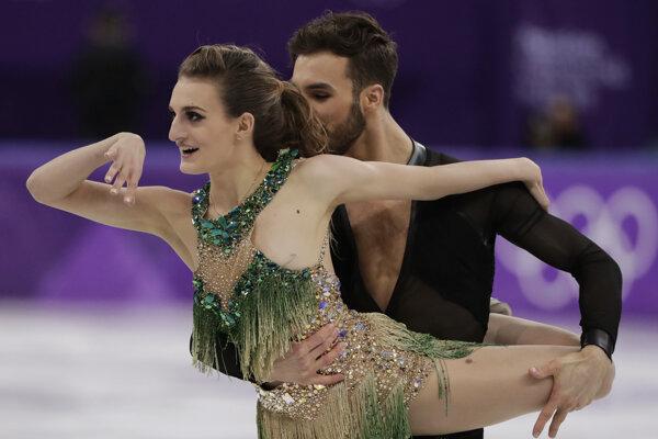 Gabriella Papadakisová s Guillaumom Cizeronom počas krátkeho tanca.