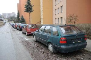 Škoda Felicia stála na Šafárikovej ulici na Sídlisku Juh asi päť rokov.