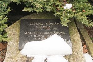 Hrob spisovateľa Alfonza Bednára.