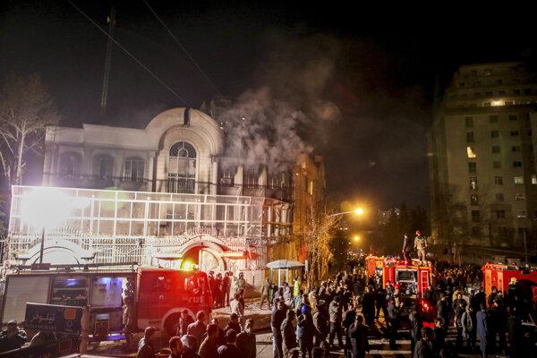 Protestujúci podpálili časť ambasády Saudskej Arábie v Iráne.