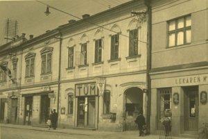 Dom s reklamou TÚM (Turčianska ústredná mliekareň) je Fábryho dom.
