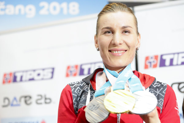 Anastasia Kuzminová s tromi medailami.