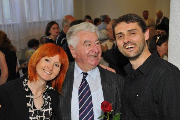 Anton Srholec s režisérkou Alenou Čermákovou a Ivanom Čermákom, autorom hudby k filmu Anton Srholec.