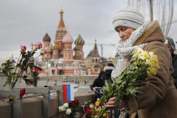 Rusi spomínali na opozičného politika Borisa Nemcova.